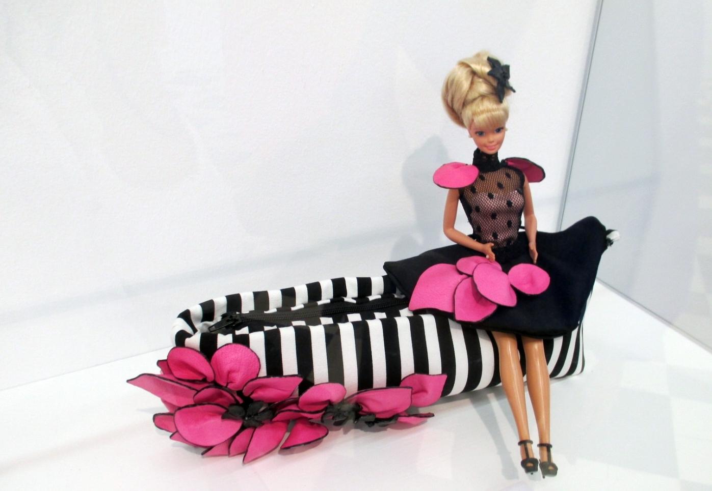 barbie ela clutch